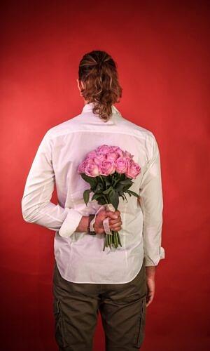 Rausvų rožių puokštė